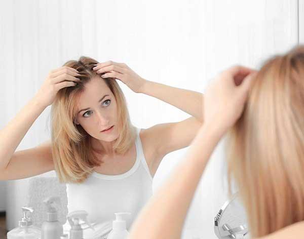 Tóc bị rụng nhiều sau sinh phải làm sao