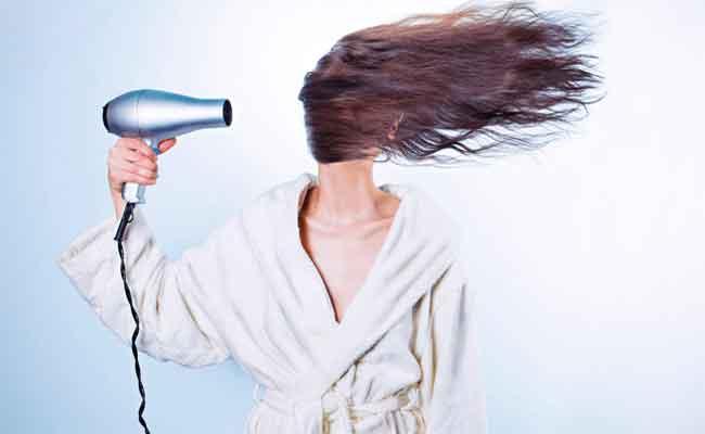 Lau và hong khô tóc tránh nấm da đầu